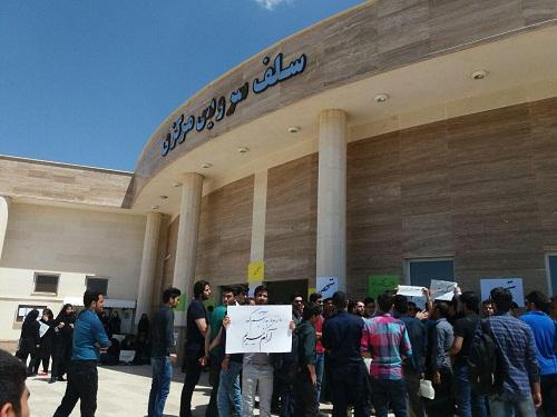 تحصن شبانه روزی دانشجویان دانشگاه زنجان وارد پنجمین روز متوالی شد / اتهام زنی سیاسی به اعتراض صنفی