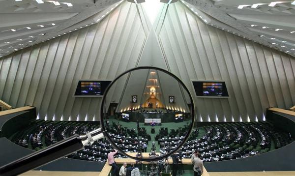 چرا گزارش تحقیق و تفحص از بنیاد شهید در مجلس نهم به سرانجام نرسید/ همیشه پای یک احمدینژادی در میان است!