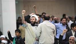پشتپرده حمله تندروها به یک حوزه علمیه / شعار علیه هاشمی و ضرب و شتم طلاب با بیل و چوب
